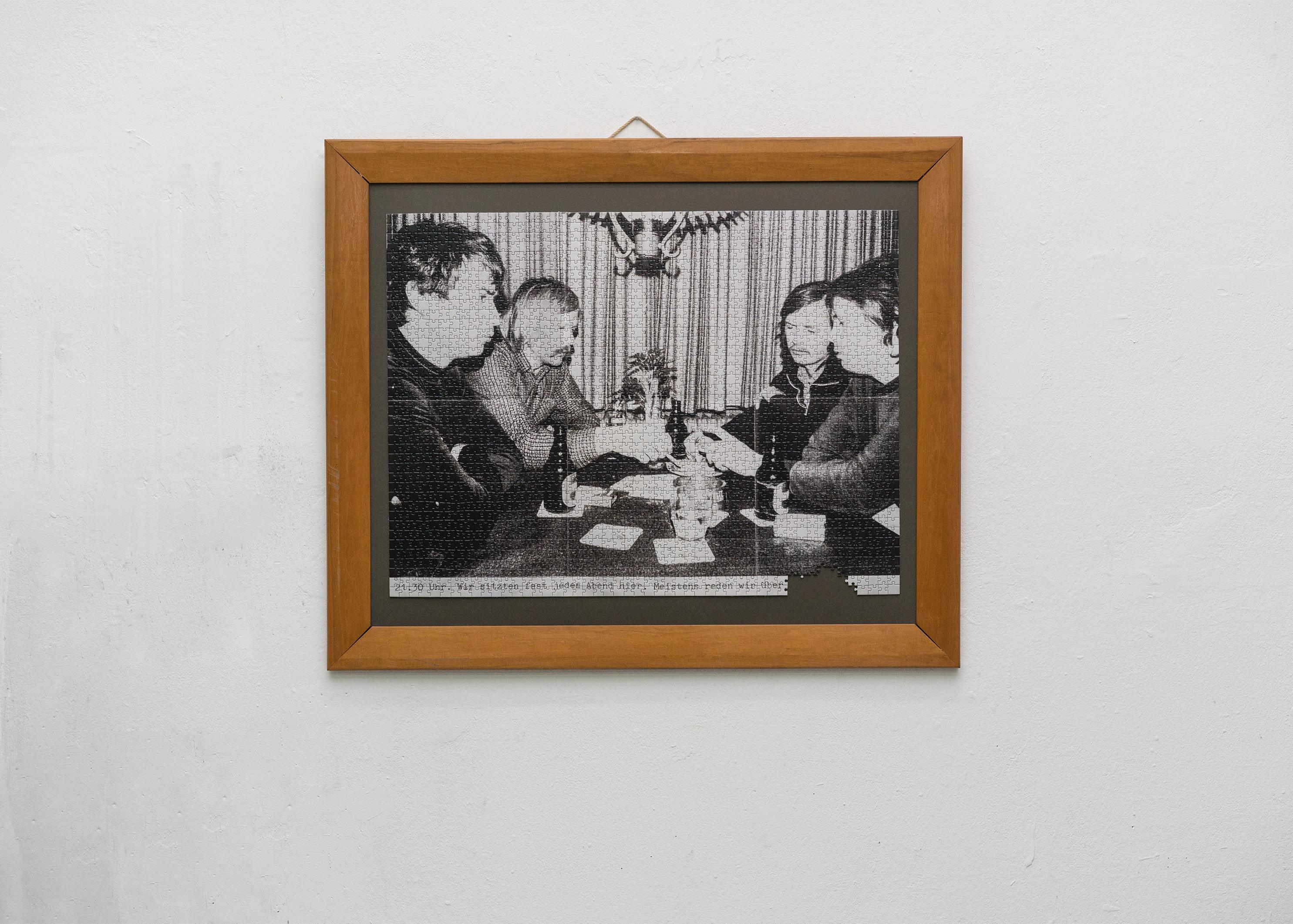 Nicholas Warburg Die Arbeit. 2019 68 x 90 cm gerahmt 89 x 104 cm Gerahmtes Puzzle  Photo by: E. G. Powell